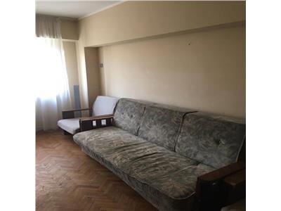 Apartament cu 4 camere de inchiriat