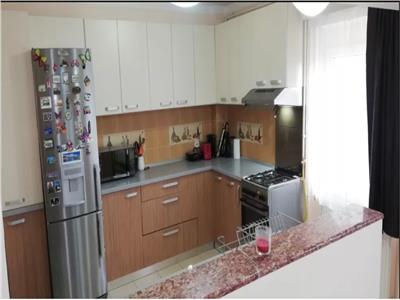 De vanzare apartament 4 camere
