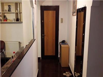 Apartament de vanzare cu 3 camere in Carpati 2