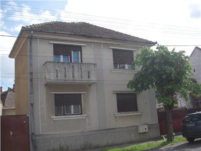 Casa cu etaj central Satu Mare teren 1174mp