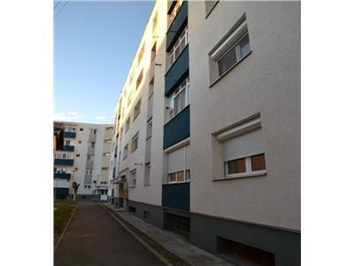 Apartament 3 camere decomandate zona Cartier Soarelui