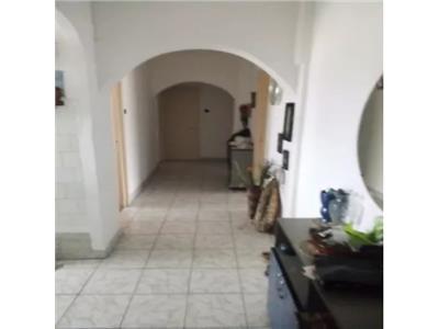 Apartament de vanzare 4 camere in Cartierul Soarelui