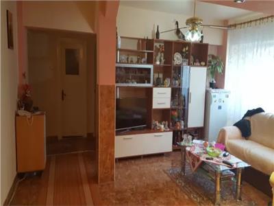 Apartament de vanzare 4 camere in Micro 17