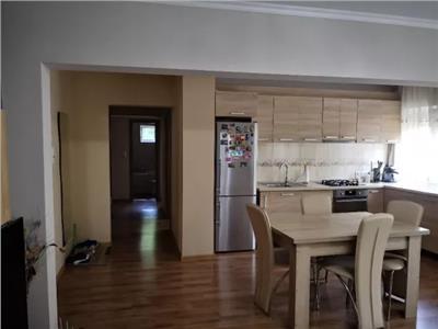 Apartament de vanzare 4 camere Micro 17