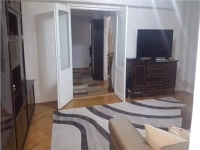 Apartament de vanzare 3 camere Carpati 2