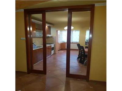 Apartament 3 camere de inchiriat Micro 17