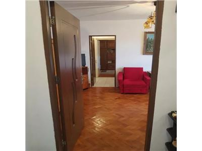 Apartament de vanzare+garaj pe Botizului