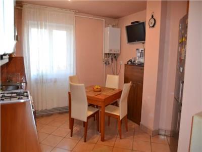 Apartament 3 camere de vanzare pe B-dul Octavian Goga