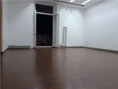 Apartament 3 camere de vanzare zona Semicentrala