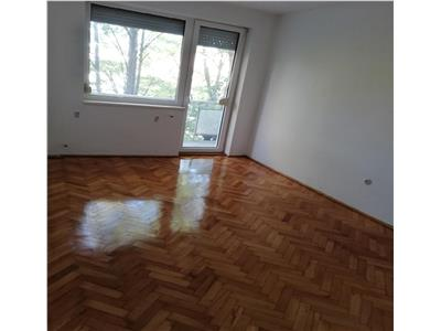 Apartament 3 camere de vanzare zona Micro 14