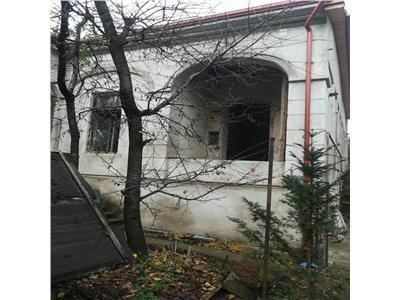 Casa veche de vanzare zona Centrala