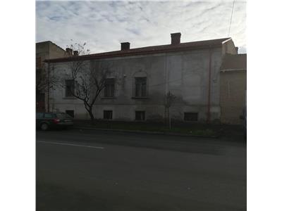 Casa veche spre inchiriere zona Centrala