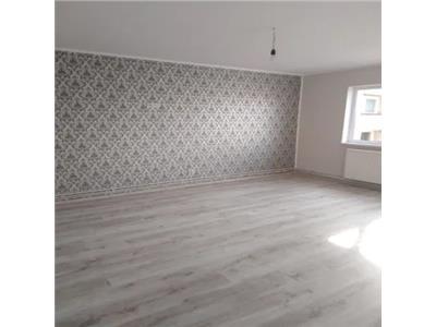 Apartament 3 camere de vanzare Str Paulestiului