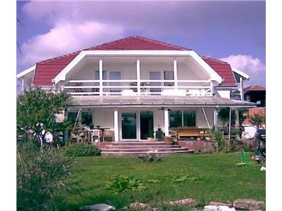 Vila cu piscina de vanzare in Viile Satu Mare