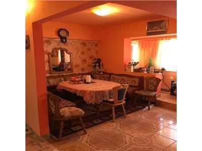 Apartament 4 camere de vanzare Micro 17