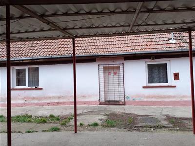 Casa (fost bar) de vanzare in centru Lazuri