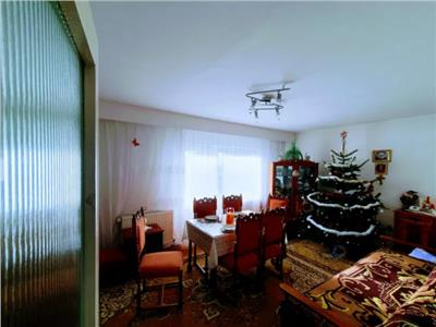 Apartament de vanzare cu 3 camere in zona Micro 17